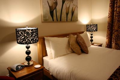 bedroom picture, low lighting bedroom